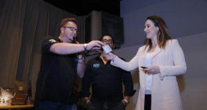 Rebeca Hyppolito recebe doação para o Instituto Lado a Lado no Ducati High Roller