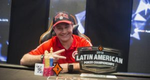 Amauri Grutka campeão do Main Event do LAPC Uruguai