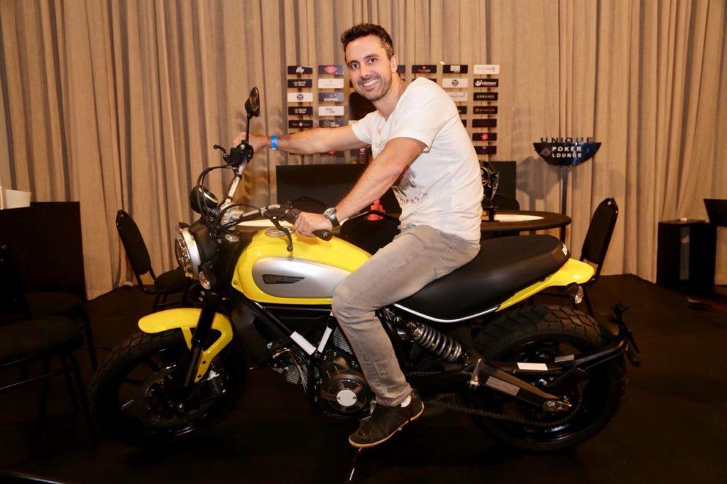 Thiago Rachadel com a Ducati 0 km