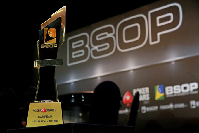 Troféu de campeão do Main Event do BSOP Natal