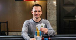 Mikita Badziakouski campeão do Super High Roller do EPT Barcelona