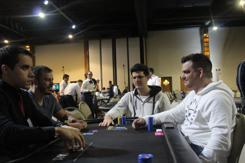 Paulo Gini, Felipe Morais e Caio Hey na mesa final do 1-Day High Roller do BSOP Floripa