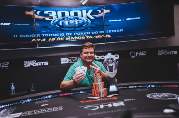 Rodrigo Nikita campeão do Main Event do Interior Poker Fest
