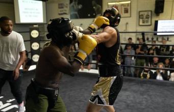 Kevin Hart e Antonio Esfandiari na luta de boxe