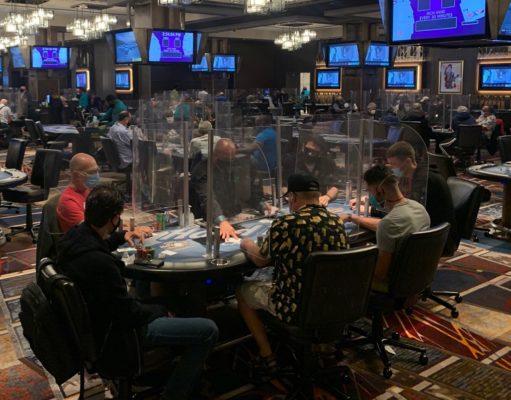 Poker ao vivo com divisórias acrílicas