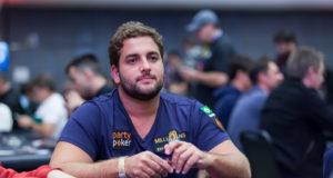 João Simão foi o único brasileiro classificado no Dia 2 do Main Event de PLO do WCOOP