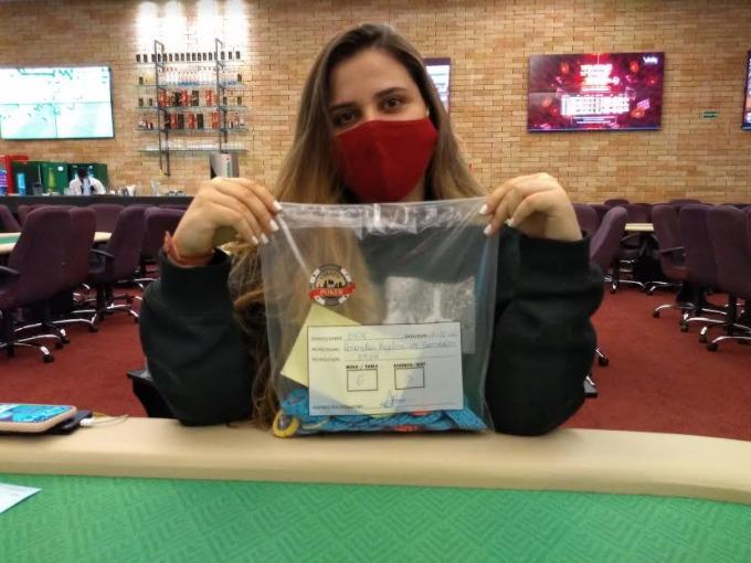 Amanda Kizelevicius terminou no topo da contagem de fichas no Dia 1A