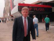 """Donald Trump no """"Trump Plaza"""", que foi derrubado hoje (16), em 1994"""