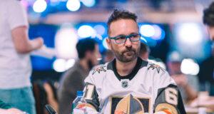(Foto: PokerNews - Daniel Negreanu jogou live e online ao mesmo tempo na WSOP)
